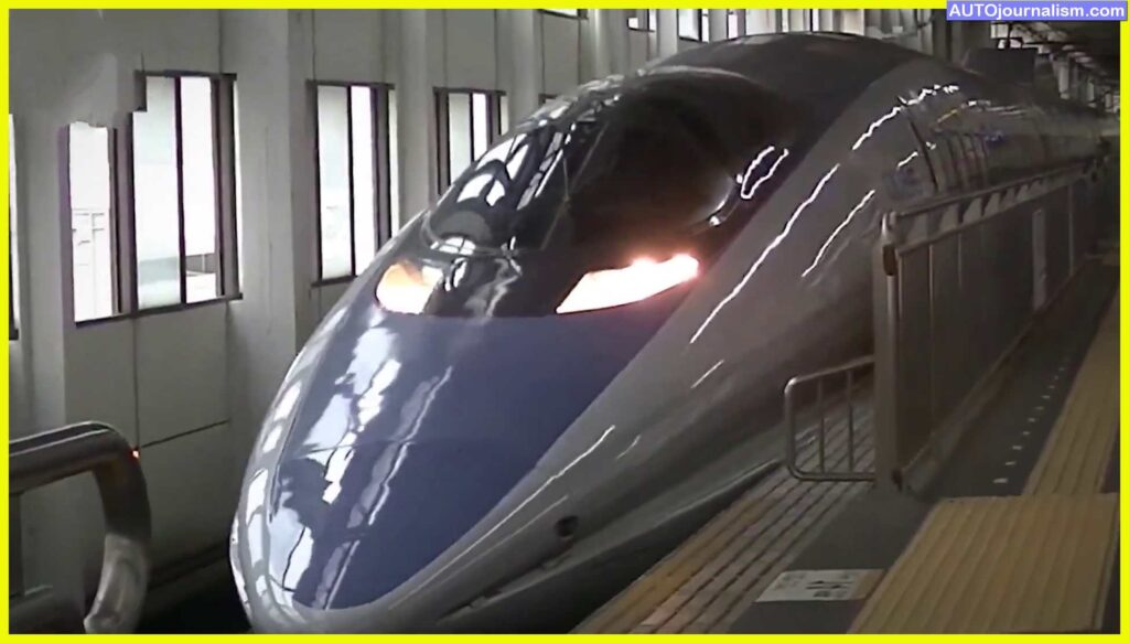 Top-10-Fastest-Trains-In-The-Worldp speed of the train? In 2015, a Japanese maglev train, the L0 Series, set an absolute railway speed record of 375 mph (602 km/h). In reality, there are perhaps five super-fast trains that run at above 200 miles per hour.